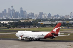 Qantas_Boeing_747-400_at_Sydney_airport