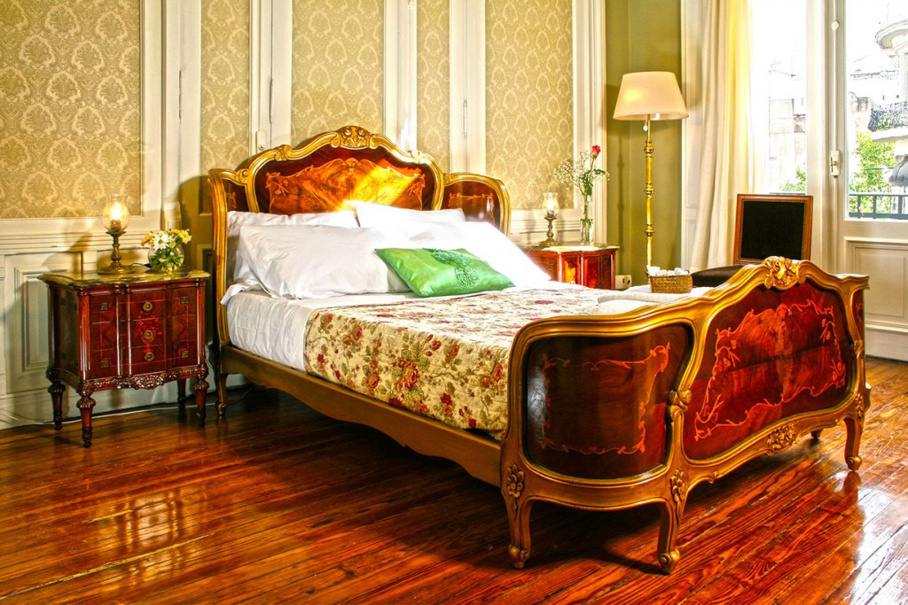 small-luxury-hotels-bed1